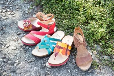 夏に履けるサンダル、オシャレサンダル、カジュアルサンダル、足が楽で涼しいサンダル。長く歩いても足が痛くないサンダル。