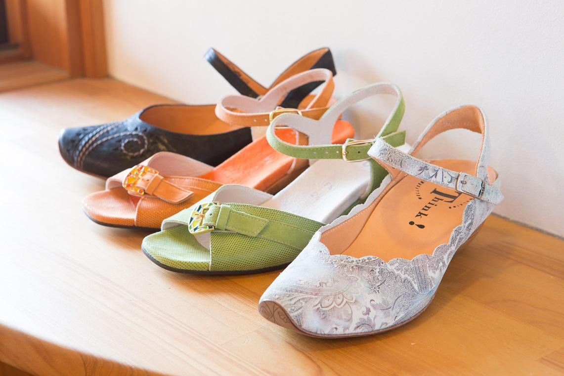 オシャレ靴。THINK!の靴。楽でオシャレで、足にピッタリ合うサンダル。長時間歩いても靴ずれの心配がないサンダル。パンプス、オシャレ靴、カジュアル靴、革靴、オーダーメイドの靴があります。シューフィッターがお見立て。岐阜、愛知、名古屋、高山、郡上、瑞浪、恵那、中津川、土岐、多治見、可児、春日井、名古屋市からもお越しいただいています。