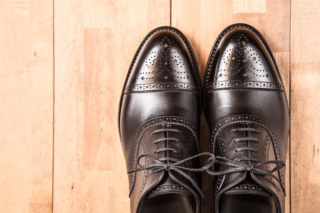 紳士靴、革靴、ビジネス靴。男性の方も外反母趾、ウオノメ、タコや、足の裏が痛い、ふくらはぎが痛い。疲れるなどお困りの方は岐阜県で夫婦でシューフィッターの三喜屋靴店へ。オーダーメイドの靴で対応します。中敷き(インソールも)加工できます。痛くない革靴。巻爪の方も補正可能。幅が広い、幅が狭い、足が大きくて靴のサイズが無い、足が小さくて靴サイズが無い方も、足にピッタリと合う靴が見つかります。