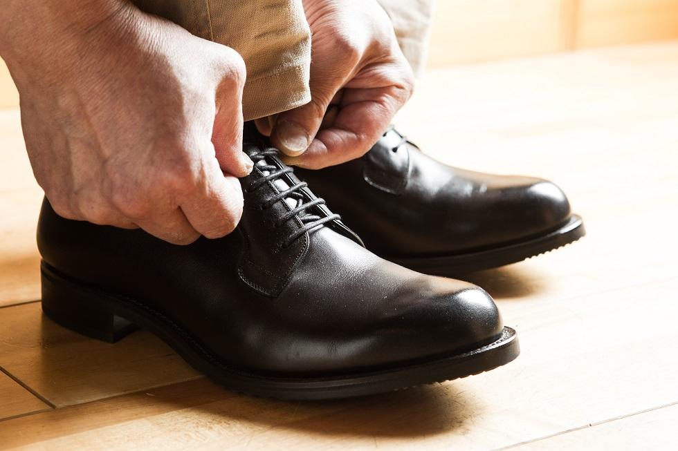 岐阜県夫婦で上級シューフィッター三喜屋靴店がお勧めする、紳士オーダーメイド靴、革靴、フォーマル用の靴、冠婚葬祭用の靴、ビジネス靴、外反母趾、足が痛い、タコ、ウオノメ、モートン病、足がだるい、足の裏が痛い、土踏まずが痛い、踵が痛い、靴ずれ、ヒール靴、パンプス、足と靴で痛くて悩んでいる方は我慢しないで相談してください。愛知、岐阜、三重、長野からもお客様がお越しくださっています。立体的な足型計測とカウンセリングで、足と靴の悩みを解決します。