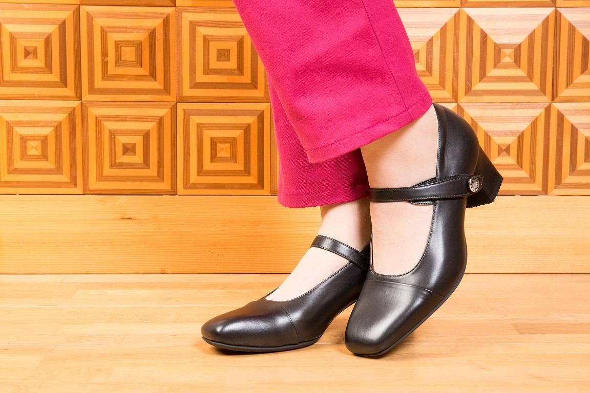 夫婦で岐阜シューフィッター、愛知、名古屋、三重、長野からお越しいただいている三喜屋靴店。足が痛い人の為の靴を販売。オーダーメイドパンプス、オーダーメイド靴、オーダーメイド紳士靴、注文靴、手作り靴、外反母趾