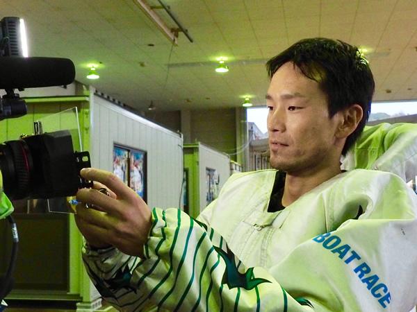 16・カメラにサイン.jpg