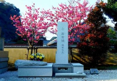 健さん墓碑