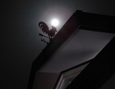 満月と風見鶏