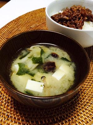 椎茸のお出汁でお味噌汁