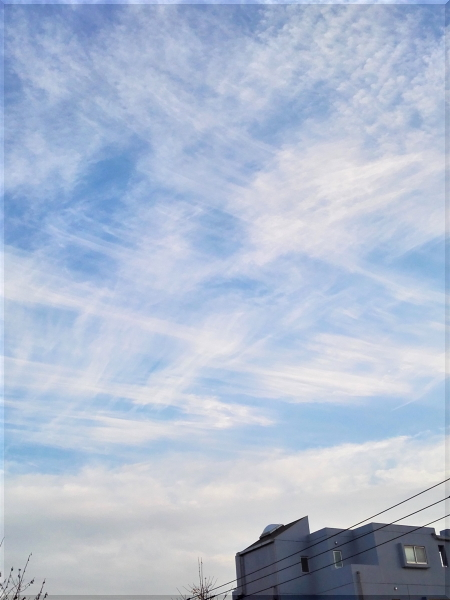 雲が格子になってます