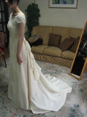 ウェディングドレス 仮縫いの様子