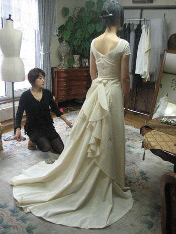 ウェディングドレス 仮縫い