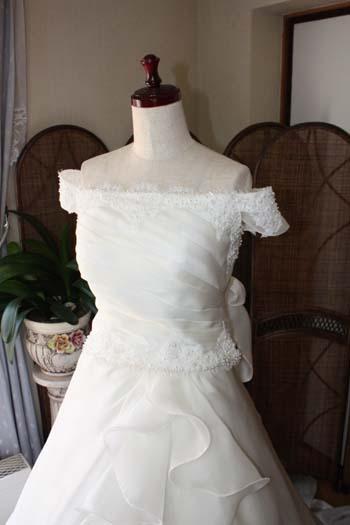 オフショルダーウェディングドレス