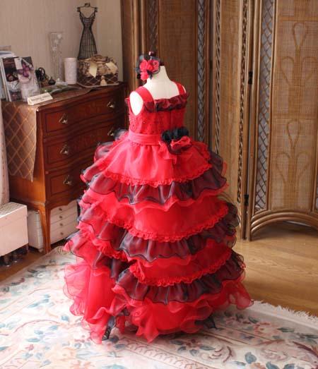 ウェディングドレスのような子供用ドレス