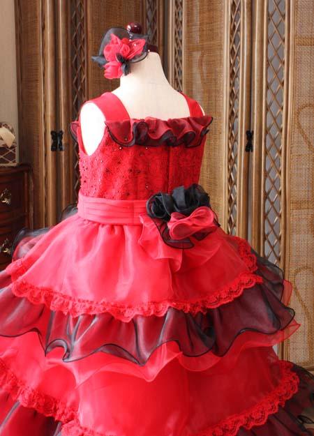 細部のコサージュが素敵な子供用ドレス