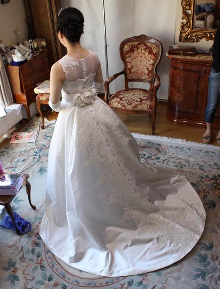ウェディングドレスとアクセサリーをトータルコーデ