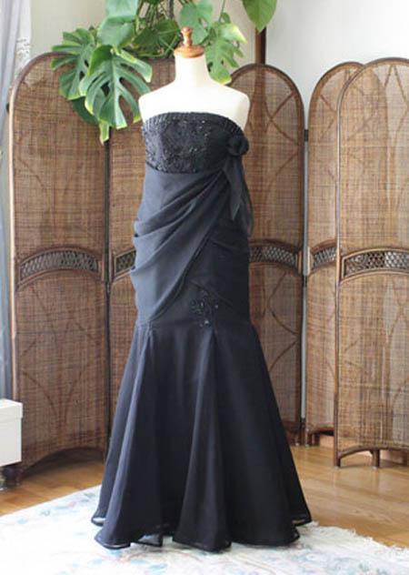 謝恩会用ロングドレスにアレンジを加えて違った雰囲気のデザインに