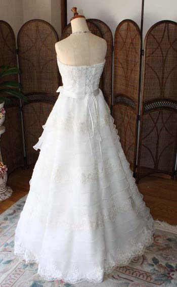 スレンダーな花嫁にオススメのデザイン