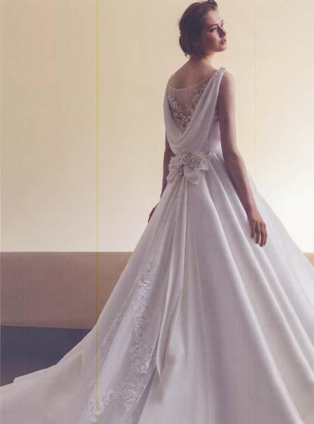 ウェディグドレスの背中デザイン