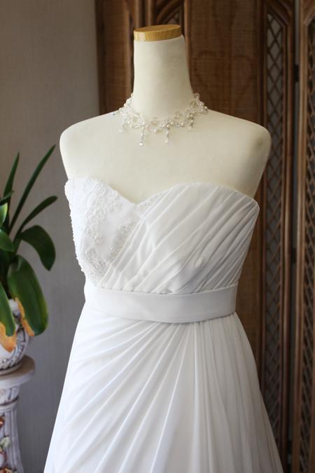 ドレスの上半身デザイン アシンメトリーデザイン