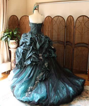 花嫁カラードレス モード バルーンスカート