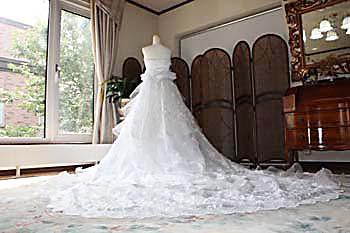 チャペルトレーンのウェディングドレス。2way脱着スカート。