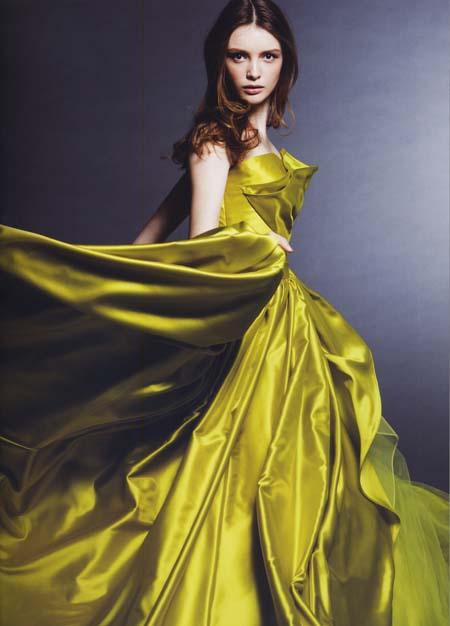 イエローグリーンのカラードレス