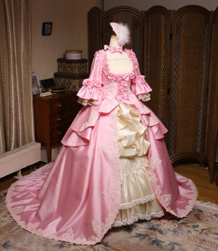 ピンクの中世ヨーロッパドレス