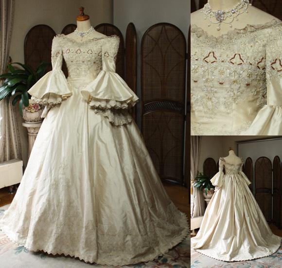 ビンテージ感をイメージするアンティークドレス