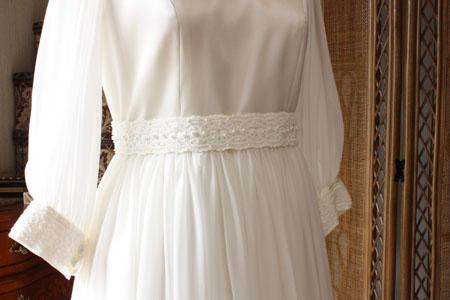 クラシックドレスのウェストとスカート
