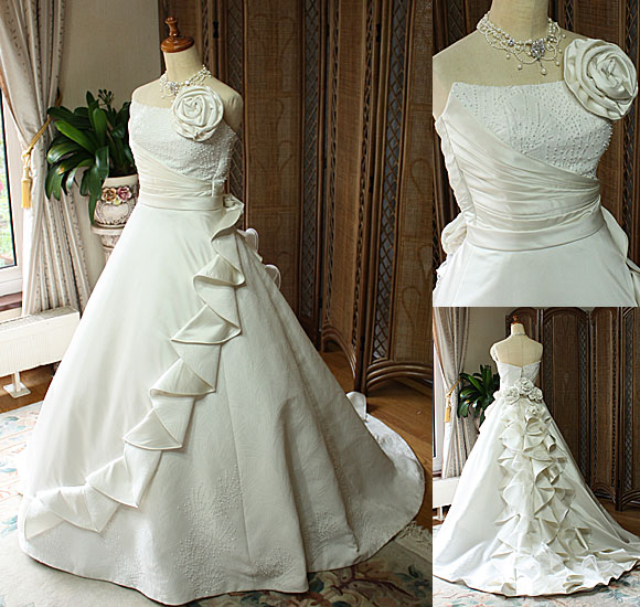 着物を使用した白無垢の様なウェディングドレス
