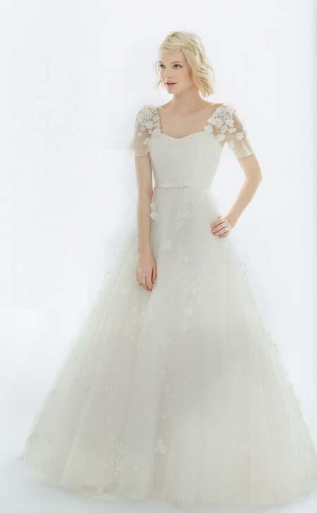 ジューンブライドにふさわしいお花のウェディングドレス