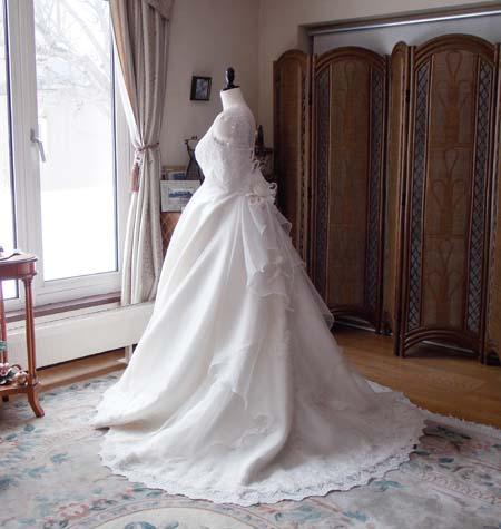 卒業花嫁からの指示と口コミで広がる札幌のウェディングドレスショップ