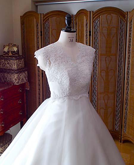 ウェディングドレスの上半身デザイン
