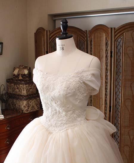 ウェディングドレス 胸元
