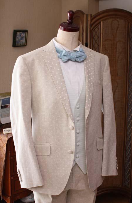 南国のリゾートウェディングにぴったりな花婿衣装
