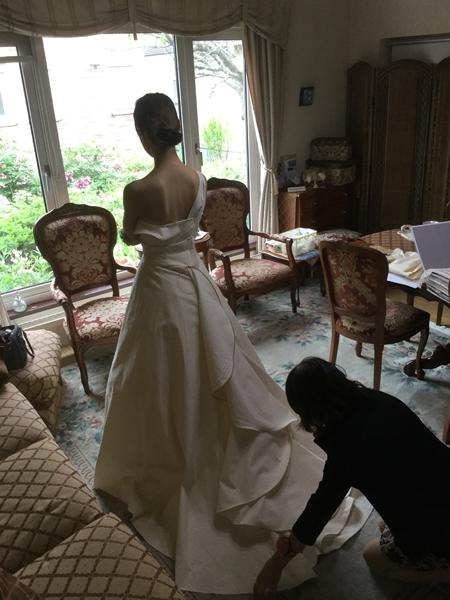 ウェディングドレスの仮縫い