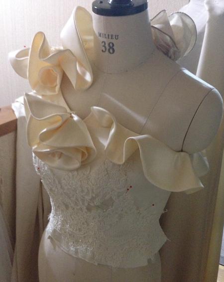 繊細なドレスデザイン 上半身を制作