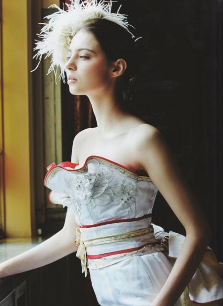 和柄のウェディングドレス