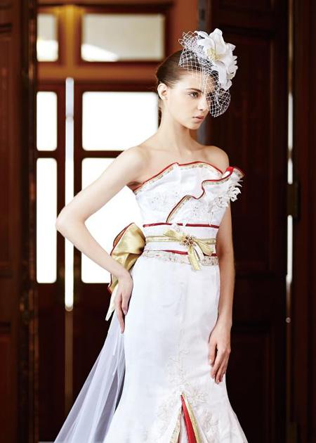 胸元のデザイン。着物ウェディングドレス