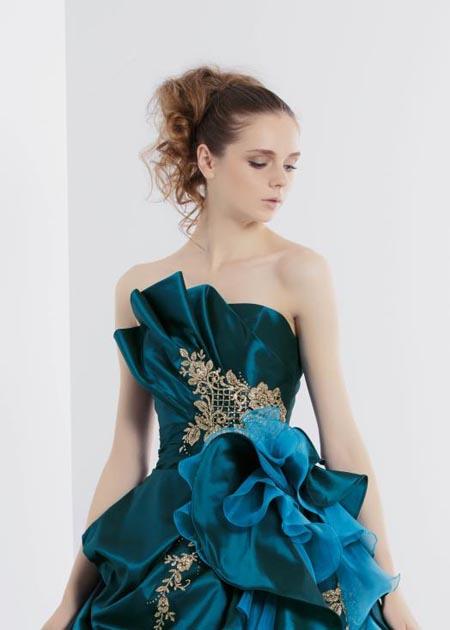 カラードレスの胸元デザイン ビスチェスタイルドレス