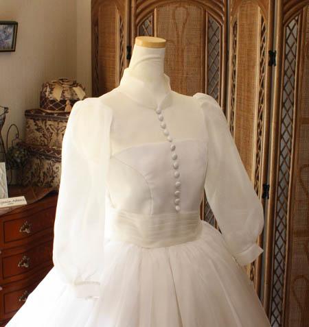 クラシックスタイルのロングスリーブ ドレスデザイン