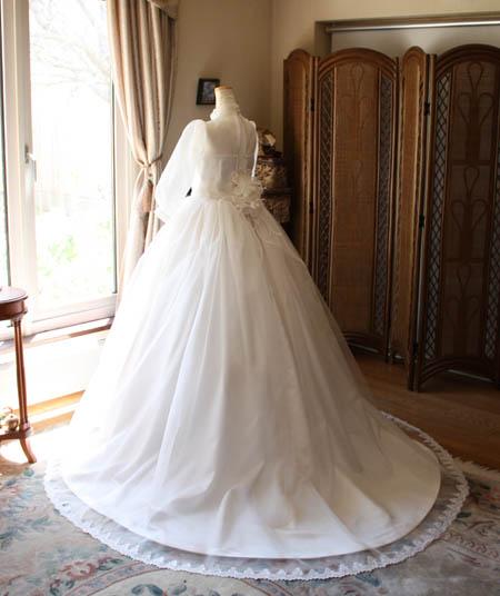 ウェディングドレスのの後ろ姿