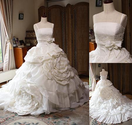 幸せなお花に包まれるようなウェディングドレス