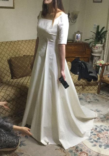 ウェディングドレスの仮縫い  モデルのようなシルエットを作る立体裁断と仮縫い
