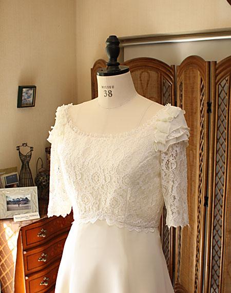ウェディングドレス ヴィンテージ風の上半身デザイン