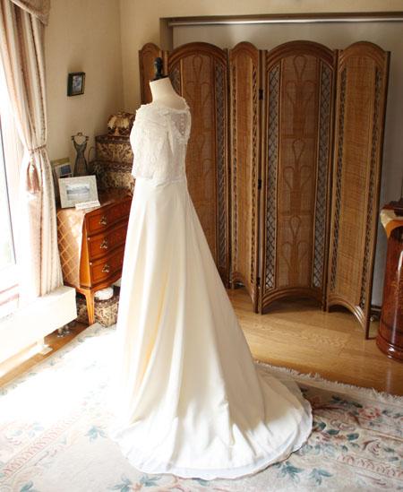 ウェディングドレスの後ろ姿