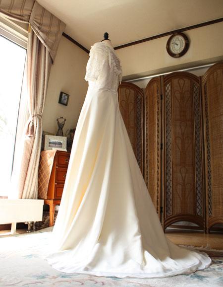 ウェディングドレスののバックスタイル