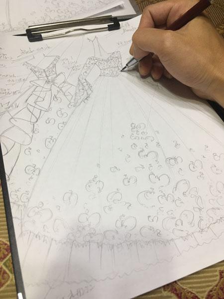 お客様に描いたウェディングドレスのデザイン