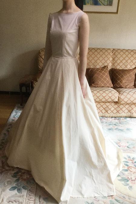 お客様のウェディングドレスの仮縫い風景 立体裁断