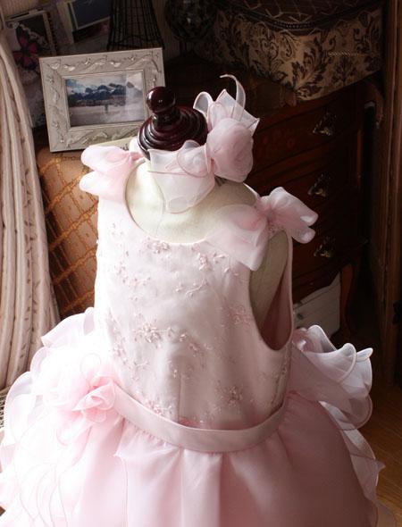 リボンとヘッドドレスを施したピアノの発表会ドレス