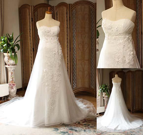 女性を美しく演出するスレンダーラインが特徴的なエンパイアラインのウェディングドレス