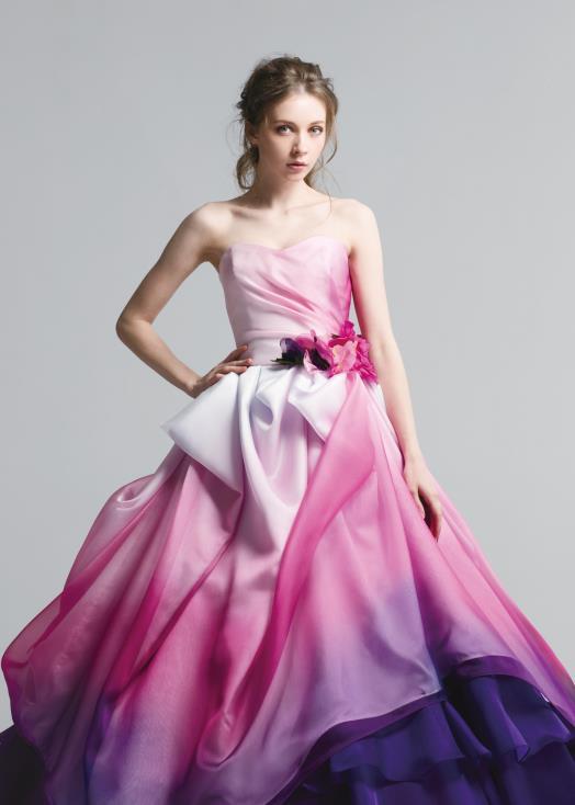 スウィートハートラインの胸元デザイン 結婚式のお色直しカクテルドレス