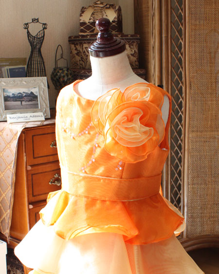 胸元のコサージュデザイン 子供用ドレス